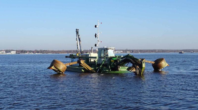 Reger Winter-Sanierungs-Schiffsverkehr auf dem Senftenberger See