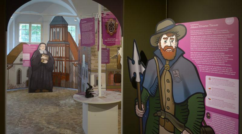 Kosmos einer Kleinstadt – neue Dauerausstellung im Senftenberger Schloss [VIDEO]